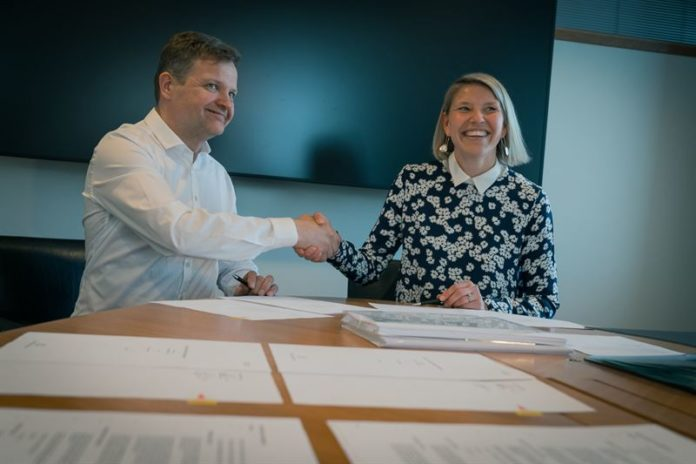 Anja Frada, Vice President, Business Development, Finance and Control, Wärtsilä Energy Business and Ari Piispanen, shareholder, Soletair Power Oy, signed the seed funding contract between the companies on 12 April 2019.